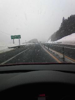 月山と蔵王は雪が降ってます